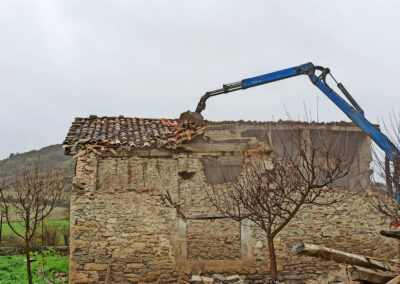 Deconstruction and selection of a 200-year timber building in Spain